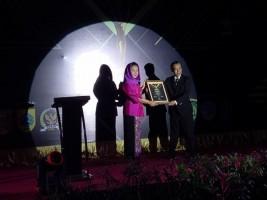 Bupati Winarti Raih Penghargaan Bupati Inspiratif 2018