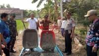 Camat dan Uspika Sragi Monitoring Pembangunan Jalan Cor Beton dari DD