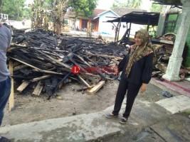 Camat Palas Tinjau Korban Kebakaran