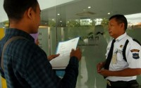 Cek Saldo, Sejumlah Nasabah Ramai Datangi Bank Mandiri Kalianda