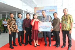 Daihatsu Serahkan 2 Mobil Rekondisi di Sulawesi
