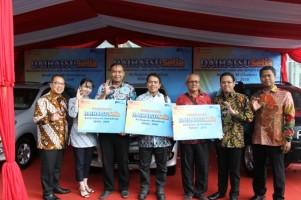 Daihatsu Serahkan 3 Unit Mobil Rekondisi di Jawa Barat