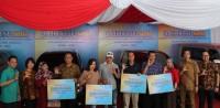 Daihatsu Serahkan 8 Mobil Rekondisi di Jawa Timur