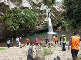 Danone Bersih-bersih Kampung Wisata Air Terjun Way Lalaan