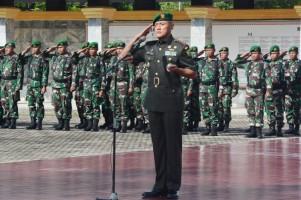 Danrem 043/Gatam Pimpin Ziarah di Taman Makam Pahlawan