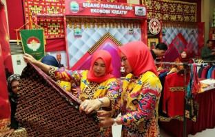 Dekranasda Lamsel Tampilkan Kerajinan Lokal di Lampung Fair 2019