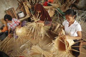 Dekranasda Lamtim Tingkatkan Ekonomi Rakyat Melalui Peningkatan Keterampilan Kerajinan