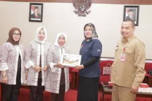 Dekranasda Pringsewu Gelar Kunjungan ke Jawa Timur
