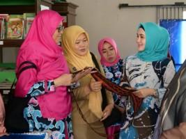 Dekranasda Way Kanan Gelar Pelatihan Teknis dan Diversifikasi Kain Tapis