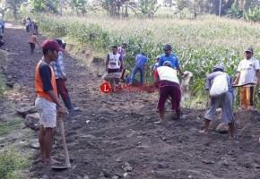 Desa Sukabaru Buka Jalan Tembus di Gunung Botol