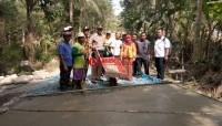 Desa Tanjungsari Bangun Jalan Cor Beton Antardesa