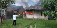 Di Tinggal Ngojek, Rumah di Sidomulyo Terbakar