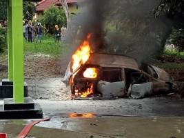 Diduga Angkut BBM, Minibus Terbakar di Kalianda