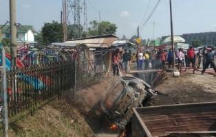 Diduga Konsleting Listrik, Mobil Datsun Go Hangus Terbakar di Jalan Soekarno-Hatta
