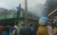 Diduga Korleting Listrik, Rumah Anggota Satpol PP Pesisir Barat Ludes Terbakar