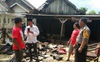 Diduga Konsleting Listrik, Rumah Semi Permanen di Purwajaya Terbakar