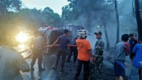 Diduga Korsleting, Mobil Toyota Avanza Terbakar di Lintas Rimur
