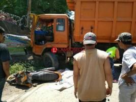 Diduga Rem Blong, Truk Tabrak Motor dan Mobil, Satu Tewas