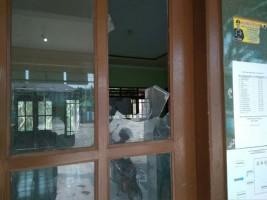 Diduga Tak Puas Hasil Pilkades, Pintu Kantor Desa Kedaton di Rusak