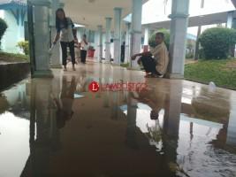 Diguyur Hujan Sebentar, Sebagian Lantai RSUDAM Tergenang Air