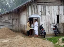 Diguyur Hujan, Tim Safari Ramadan Lamsel Tetap Salurkan Bantuan