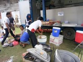 Dinsos Pesisir Barat Buka Dapur Umum di Wilayah Banjir