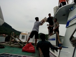 Distribusi Logistik Pilgub Lampung ke Pulau Pahawang dan Legundi Dikawal 9 Personel Polres Pesawaran