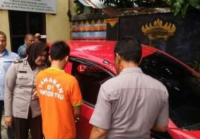 Tukang Durian Ini Mengaku Mabuk Saat Merampas Mobil Korban