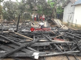Ditinggal Berkebu, Rumah Warga di Pulau Panggung Ludes Terbakar