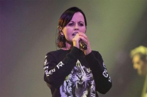 Dolores si Vokalis band The Cranberries Tewas Tenggelam