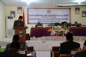 DPRD Pesibar Gelar Paripurna Pengucapan Sumpah Janji Anggota DPRD PAW