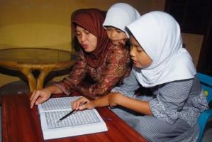 DPRD Pringsewu Desak Pemkab Cairkan Insentif Guru Mengaji