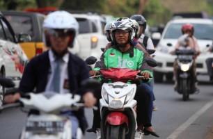 Driver Gojek Dukung Adanya PeraturanDilarang Merokok Saat Berkendara