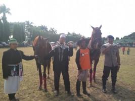 Dua Ekor Kuda Jadi Pembuka Jalan Sehat Hari Santri
