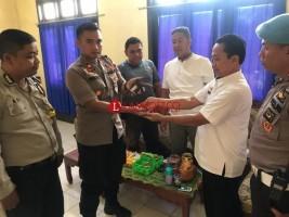 Dua Kades di Lampung Utara Serahkan Senjata Api Rakitan
