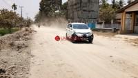 Duh, Pembangunan Parit di Jalan Poros Desa Palasjaya Timbulkan Banyak Debu