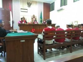 Empat Terdakwa Penjual Benih Lobster Dituntut 15 Bulan Penjara