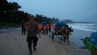 Enam Jam Lebih Mengawal Kotak Suara dari Enclave Way Haru ke PPK Kecamatan