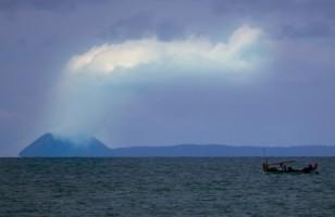 Erupsi Gunung Anak Krakatau Belum Pengaruhi Penerbangan