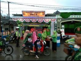 Fatayat NU Tulangbawang Bagikan Tajkil di Jalinsum