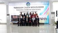 FEB Unila Yudisium 94 Mahasiswa