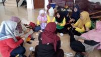 Forhati Wilayah Lampung Asah Kerajinan dengan Rajut