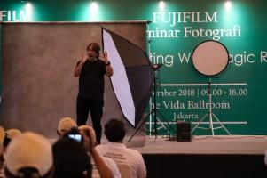 Fujifilm Gandeng Darwis Triadi Berikan Workshop Fotografi Gratis