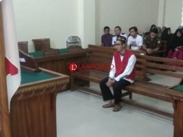 Gelapkan Uang Yayasan Yatim Piatu dan Ponpes, Terdakwa Dihukum 3 Tahun Penjara