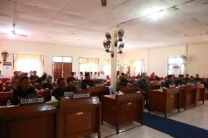 Gelar Rapat Paripurna, DPRD Pesibar Sampaikan Pandangan Umum Nota Pengantar Keuangan APBD-P