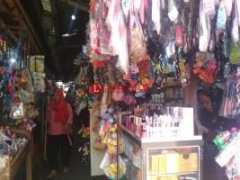 Geliat Pedagang Aksesoris di Lorong King