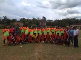 Giatkan Olahraga, Koramil Mesuji Bersama Warga Kargo Rahayu Gelar Pertandingan Sepak Bola