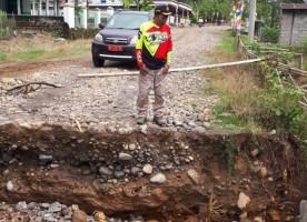 Gorong-Gorong Jebol, Jalan Sukabumi - Suoh Tak Bisa Dilintasi Kendaraan