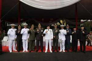 Gubernur Ridho Hadiri Upacara HUT TNI
