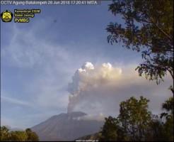 Gunung Agung Erupsi, Sejumlah Maskapai Batal Terbang